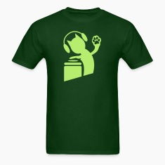 Forest green DJ humor cat on the decks Hi Five with paws ! T-Shirts