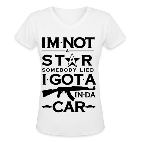 im not a star.. - Women's V-Neck T-Shirt