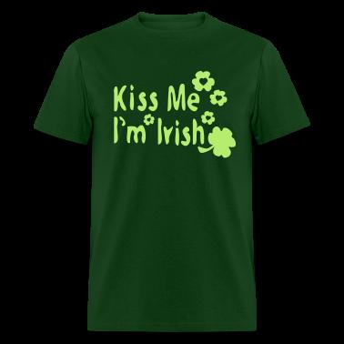Kiss Me I'm Irish & shamrock Men's Standard Weight T-Shirt