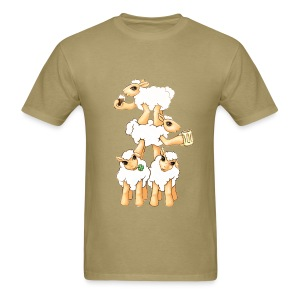 Sheeps celebrating Patrick's Day - Men's T-Shirt