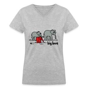 Big Love elephants family - Women's V-Neck T-Shirt
