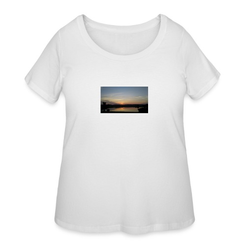 Sunset on the Water - Women's Curvy T-Shirt