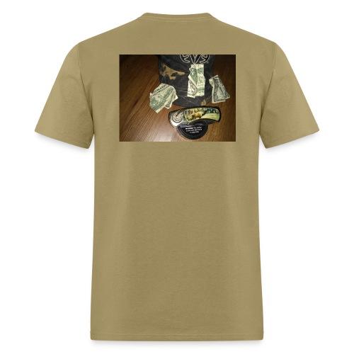 All a good hunter really needs - Men's T-Shirt
