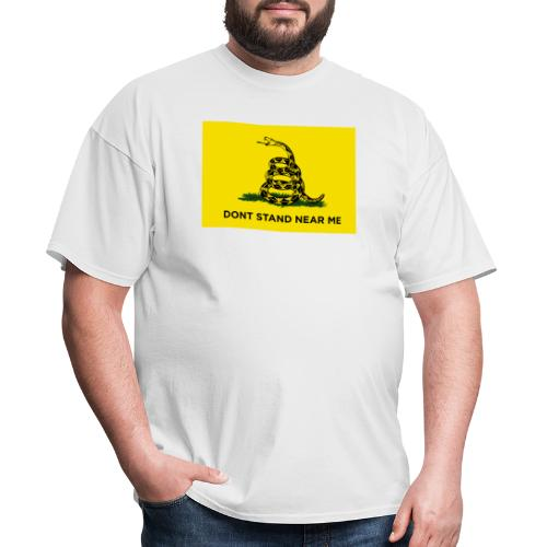 DONT STAND NEAR ME Gadsden flag - Men's T-Shirt
