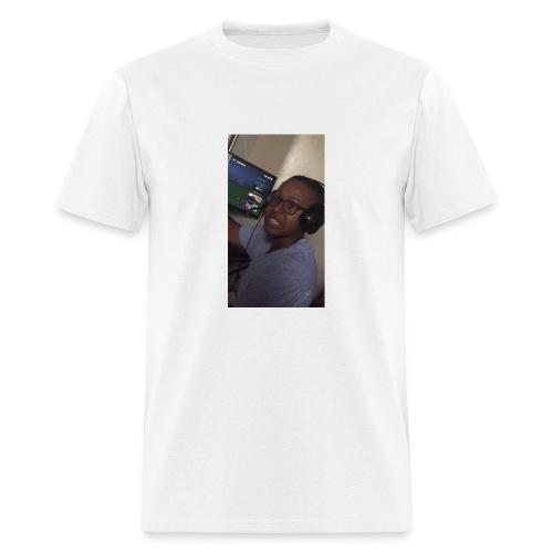 15E4F19A A5C4 4B8C 9D4B E80185404768 - Men's T-Shirt