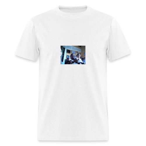 BRADYBRAYDEN WIN 20150104 220248 - Men's T-Shirt