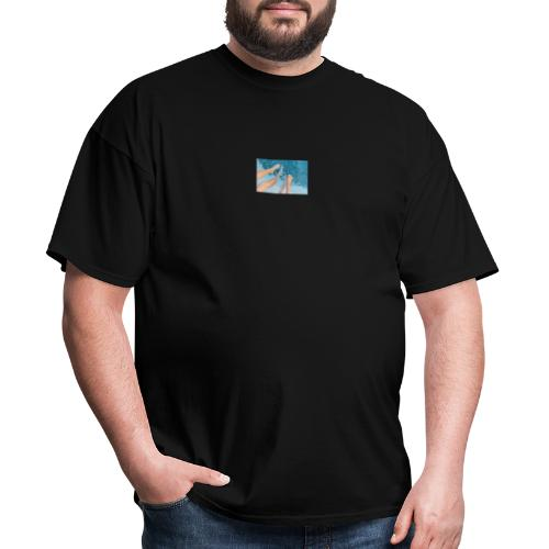 feet splash in pool - Men's T-Shirt
