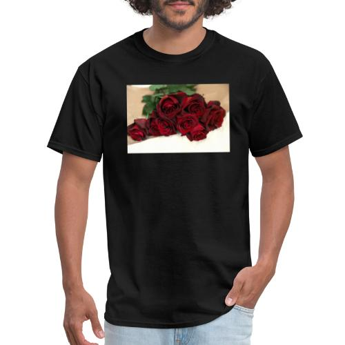 red rose bouquet on table - Men's T-Shirt
