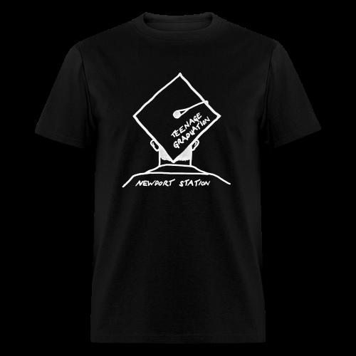 grad cap (etched in white) - Men's T-Shirt