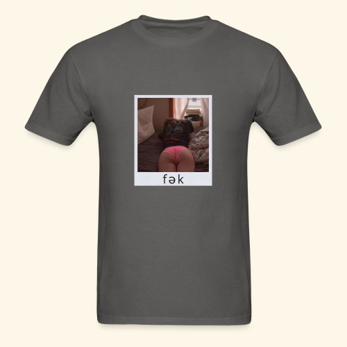 fək pink panty on bed - Men's T-Shirt