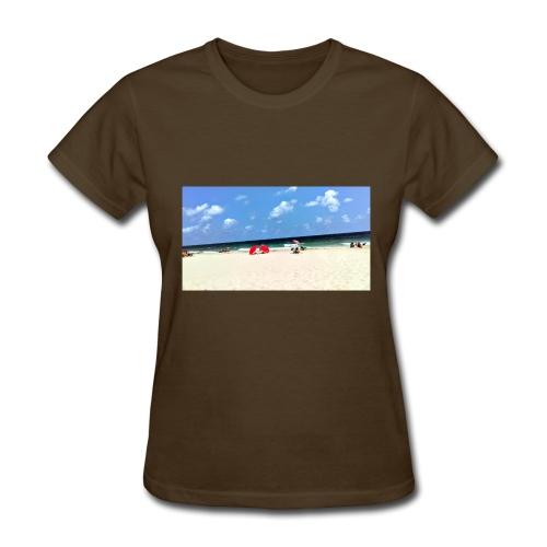 BEACH OF RED UMBRELLAS - Women's T-Shirt