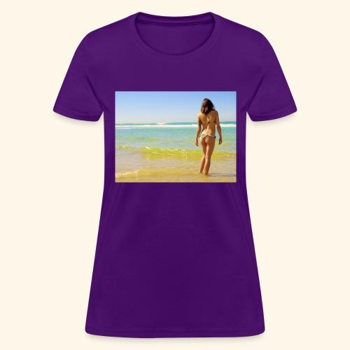 model - Women's T-Shirt