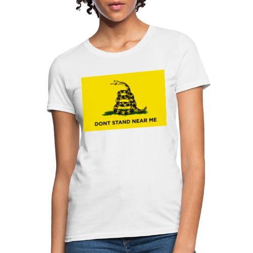 DONT STAND NEAR ME Gadsden flag - Women's T-Shirt