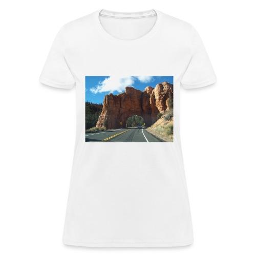 The Arch of Utah roadtrip - Women's T-Shirt