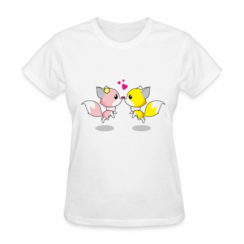 Two cute little foxes kissing and being in love - Women's T-Shirt