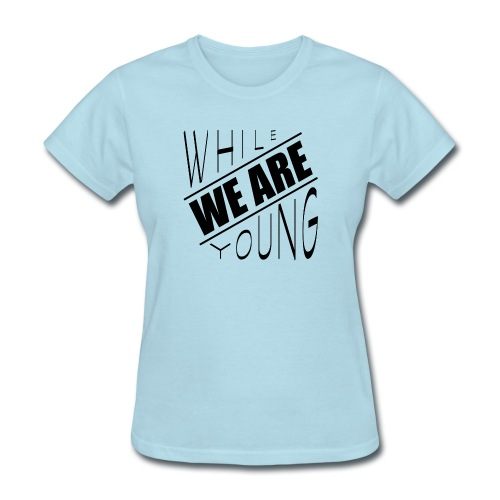 While we are young - Women's T-Shirt