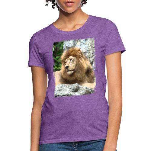 Lion On Rocks - Women's T-Shirt