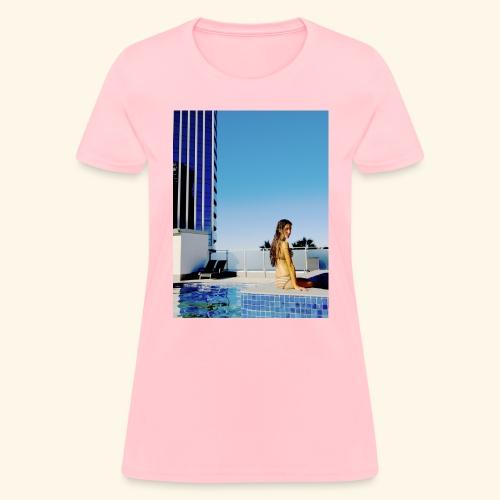 model in paradise - Women's T-Shirt