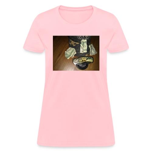 All a good hunter really needs - Women's T-Shirt