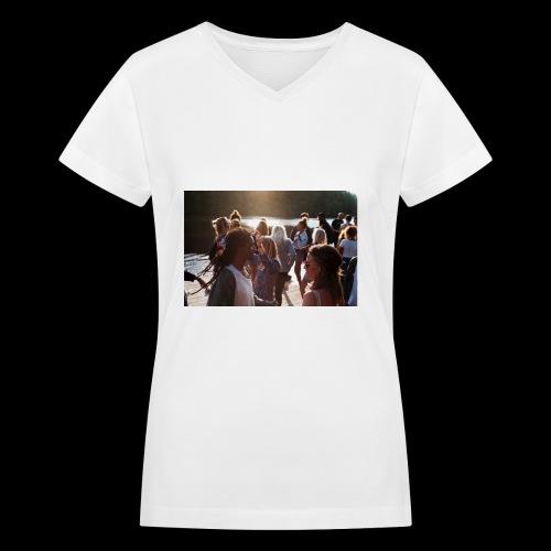 Unity Party - Women's V-Neck T-Shirt