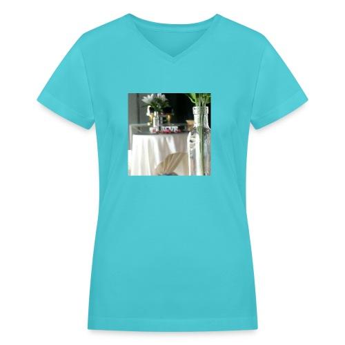 Spread the Love! - Women's V-Neck T-Shirt