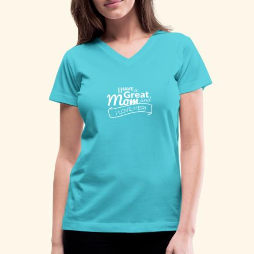 I HAVE A GREAT MOM AND I LOVE HER TEE - Women's V-Neck T-Shirt