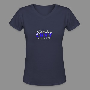 DETECTING ENVY TITLE - Women's V-Neck T-Shirt