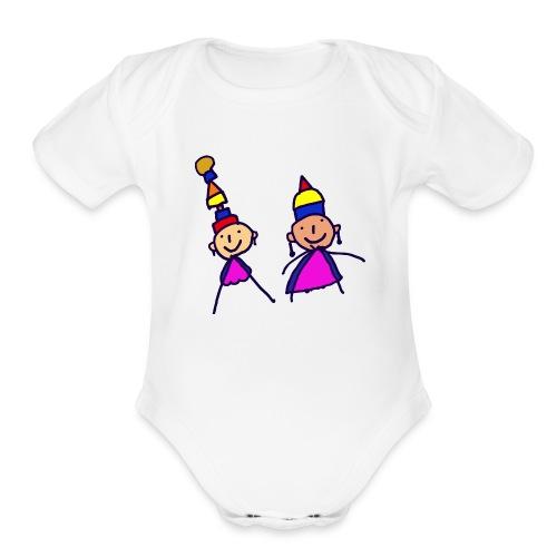 2 girls in hat - Organic Short Sleeve Baby Bodysuit