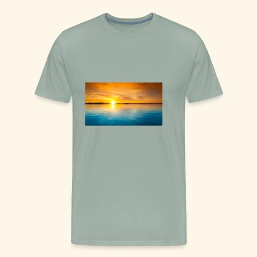 Sunrise over water - Men's Premium T-Shirt