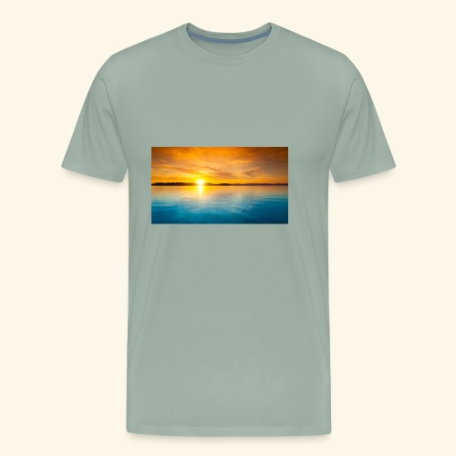 Sunrise over water - Men's Premium T-Shirt