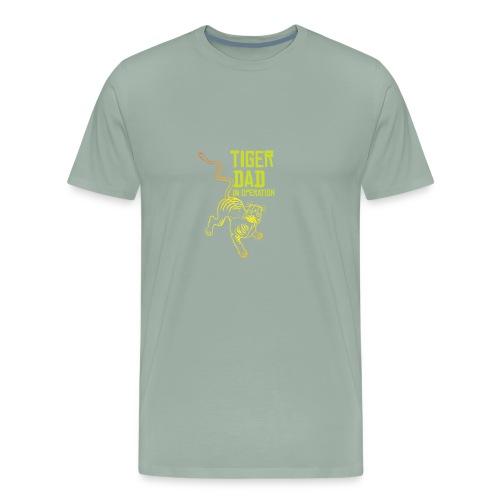 Tiger dad in operation - Men's Premium T-Shirt