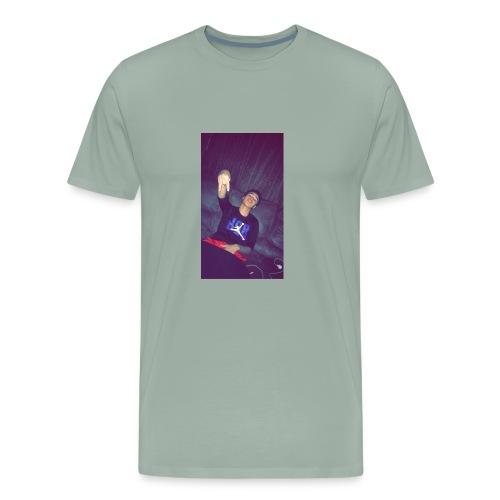 Chilling - Men's Premium T-Shirt