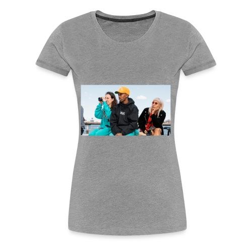 Chillin - Women's Premium T-Shirt