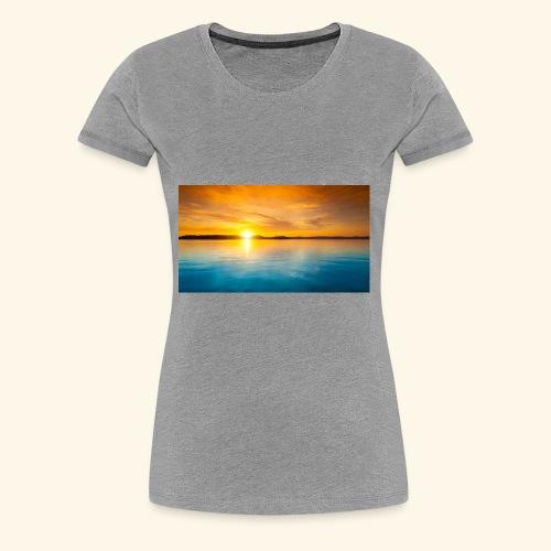 Sunrise over water - Women's Premium T-Shirt
