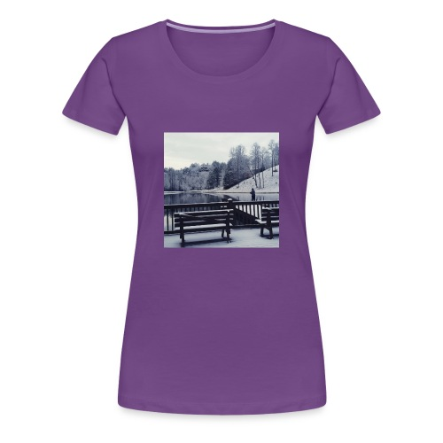 Henry Fishing in the Snow - Women's Premium T-Shirt