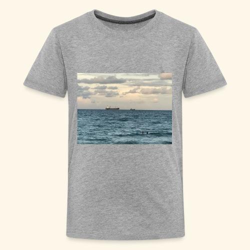 B3F6283A 4C86 48AF 8AE2 FFB270F685BB - Kids' Premium T-Shirt