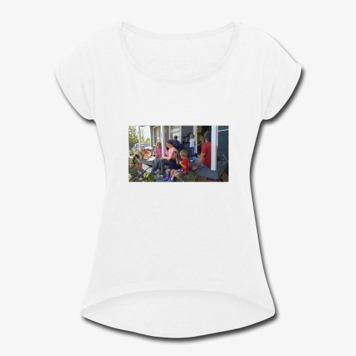 A family Gathering - Women's Roll Cuff T-Shirt