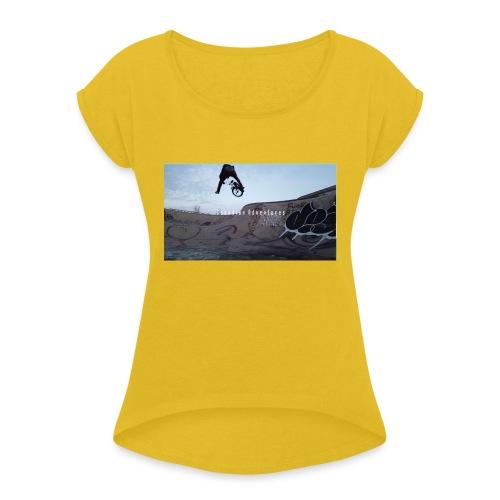 banner tshirt - Women's Roll Cuff T-Shirt