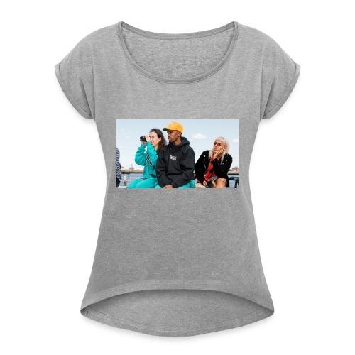 Chillin - Women's Roll Cuff T-Shirt